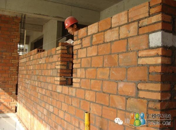 结构质量  由于砌体顶部与混凝土梁底裂缝是施工通病,为减少裂缝,墙体